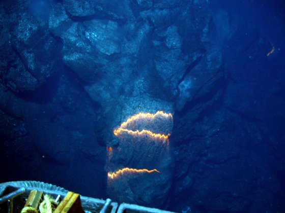 Bands of glowing magma from submarine volcano